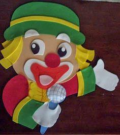 I really like this clown. Hello Kit, Felt Crafts, Diy Crafts, Wal Art, Sick Kids, Circus Theme, Toddler Books, Any Book, Luigi