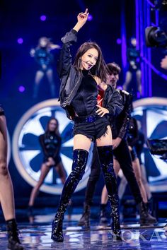 Victoria Song Qian sexy hot dance on Singles Day Outfits Otoño, Stage Outfits, Classy Outfits, Fashion Outfits, Victoria Fx, Victoria Song, Kpop Fashion, Korean Fashion, Girl Fashion