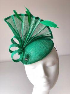 Emerald Green Fascinator Green Fascinators green wedding hats ladies day headwear race day headpiece fascinators for weddings green hats Green Fascinator, Fascinator Hats, Wedding Fascinators, Wedding Hats, Headpieces, Sinamay Hats, Millinery Hats, Turbans, Diy Hat