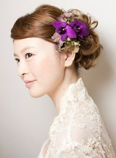 hair with purple flowers - side