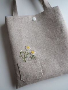 Wonderful Ribbon Embroidery Flowers by Hand Ideas. Enchanting Ribbon Embroidery Flowers by Hand Ideas. Hand Embroidery Art, Embroidery Bags, Silk Ribbon Embroidery, Embroidery Patterns, Diy Tote Bag, Linen Bag, Bag Patterns To Sew, Fabric Bags, Cotton Bag
