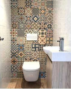 amazing small bathroom wall tile ideas to inspire you 5 « Kitchen Design If you wish to find some grey bathroom ideas, you might want to read the article. The bathroom tile ideas have to be placed that the toilet looks larger than its size that is true. Diy Bathroom Vanity, Bathroom Wallpaper, Budget Bathroom, Bathroom Styling, Bathroom Ideas, Bathroom Layout, Best Bathroom Designs, Bathroom Design Small, Bathroom Interior Design