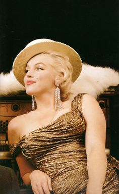 Marilyn photographed by Milton Greene. I've seen this photo before, but not too often.