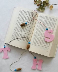 Wish to check some attractive yet easy-to-make DIY bookmarks? Read below to know more about handmade bookmark ideas which are stylish, creative and the best companion of an avid reader. Felt Crafts Diy, Felt Diy, Craft Stick Crafts, Fabric Crafts, Paper Crafts, Craft Ideas, Creative Bookmarks, Cute Bookmarks, How To Make Bookmarks
