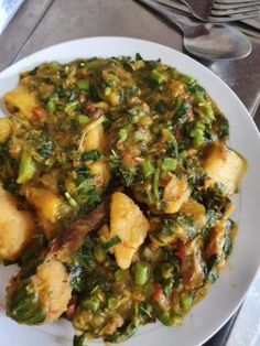 Yam porridge with green vegetables and fresh tomatoes cooked together Cooking Tomatoes, Cooking Together, Yams, Learn To Cook, Stir Fry, Stuffed Peppers, Fresh, Vegetables, Desserts