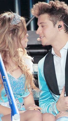 Lutteo ❤️❤️❤️ New Disney Channel Shows, Spanish Tv Shows, Son Luna, Ariana Grande, Film, Idol, Couples, Celebrities, My Love