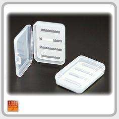 RRR Midget Flybox II RRR Midget Flybox IIMit der RRR Midget Flybox Serie stellen wir ihnen 3 neue Fliegendosen vor für die Verstauung, Lagerung , Ordnung und Mitführung am Wasser.Alle Dosen sind aus