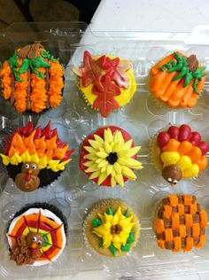 Thanksgiving cupcakes, might have to make these for our family thanksgiving