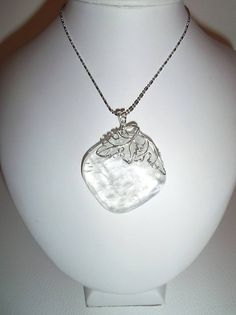 7aaa54cb5 kalcitový prívesok, krásny prírodný kalcit - kameň s nádhernou štruktúrou,  laik si ho môže