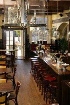 Het Schoutenhuys - Den Burg, Texel- UitEtenWeb - rolstoeltoilet aanwezig - Vismarkt 1 - Op de plaats waar de schout ooit met zijn metgezellen tafelde, is nu het karakteristieke restaurant gevestigd. #aangepast_toilet