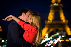Kiss me in Paris with the Paris photographer
