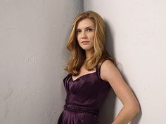 The Vampire Diaries Pictured: Sara Canning as Jenna Photo Credit: Patrick Ecclesine / The CW © 2010 The CW Network, LLC. All Rights Reserved. Jenna Vampire Diaries, Vampire Diaries Season 2, Serie Vampire Diaries, Vampire Diaries The Originals, Romy Schneider, Damon Salvatore, Blonde Actresses, Actors & Actresses, Sara Canning