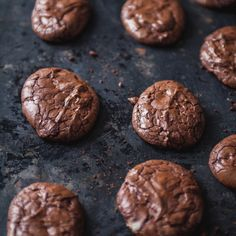 Biscuits au chocolat – Trois fois par jour Cookies + chocolate + very good but you have to add a little more flour to the mixture because it is too liquid Bon Dessert, Breakfast Dessert, Desserts With Biscuits, Dessert Biscuits, Cookie Recipes, Dessert Recipes, Food Crush, Galletas Cookies, Pudding Desserts