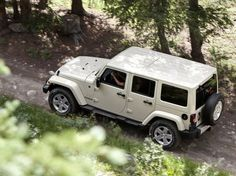 Pearl White Sahara Jeep Wrangler Unlimited