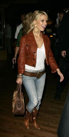 Jessica Simpson is famous Singer and Celebrities from USA, we have the best street style collections that will blow you mind. By purchasing multiple hair extensions, you may occasionally change you… Boho Outfits, Fall Outfits, Cute Outfits, Country Outfits, Casual Outfits, Fall Fashion Trends, Autumn Fashion, Cowboy Boot Outfits, Cowboy Boots