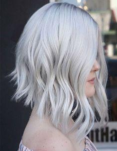 61 Cute Short Bob Haircuts: Short Bob Hairstyles for Every Face Shape Haircuts For Wavy Hair, Blonde Bob Hairstyles, Lob Hairstyle, Short Bob Haircuts, Short Curly Hair, Curly Hair Styles, Medium Hairstyles, Hairstyles Haircuts, Hairstyle Ideas