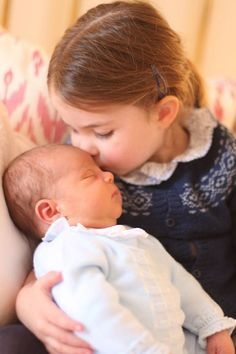 Kensington Palace Just Dropped the First Official Photos of Prince Louis charlotte family middleton william Princesa Charlotte, Princesa Diana, Kate Middleton, George Alexander Louis, Photos Of Prince, Baby George, Royal Babies, Prince William And Kate, Prince And Princess