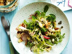 Frühlingssalat mit Käsestreuseln