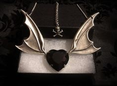 Goth Shopaholic: Beautiful Gothic Jewelry from Horribell