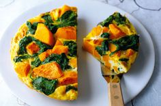 Give tortilla a healthy makeover by swapping potatoes for butternut squash and adding spinach for extra nutrients. It's so easy to make, ready in just 30 minutes and with just 199 calories per serving.Get the recipe: Butternut squash and spinach tortilla 500 Calorie Meals, No Calorie Foods, Low Calorie Recipes, Breakfast Under 100 Calories, Dinner Under 300 Calories, Low Calories, Diet Meal Plans, Meal Prep, Food 52