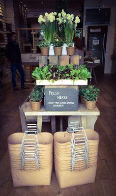 Check out local farmers market Dallas locations that. Cafe Design, Store Design, Tante Emma Laden, Casa Wabi, Farmers Market Display, Produce Displays, Vegetable Shop, Organic Market, Farm Store