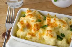 Easy Cauliflower Gratin and more cauliflower recipes. Fresh Cauliflower Recipe, Cauliflower Gratin, Cauliflower Steaks, Bechamel, Vegetable Dishes, Vegetable Recipes, Mexican Food Recipes, Ethnic Recipes, Appetizer Salads