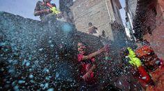 2013 jaaroverzicht door Reuters - http://on.dailym.net/1gTBmvc - Het 2013 jaaroverzicht door Reuters in een collectie foto's en een video van gebeurtenissen die het afgelopen jaar hebben plaats gevonden.   2013 jaaroverzicht door Reuters Het eind van het jaar nadert, tijd voor de lijstjes van het afgelopen jaar, zo ook voor nieuwsdienst Reuters. De o... - http://cdn.dailym.net/mag/wp-content/uploads/2013/12/2013-jaaroverzicht-door-Reuters-1024x574.png