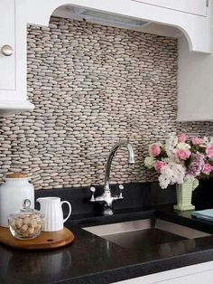 Here's a variety of beautiful DIY backsplash ideas for redesigning your kitchen wall. Diy Kitchen backsplash pictures for your inspiration: Mexican diy tile backsplash Bottle caps diy backsplash … Rock Backsplash, Kitchen Backsplash, Backsplash Design, Beadboard Backsplash, Herringbone Backsplash, Kitchen Walls, Kitchen Countertops, Travertine Backsplash, Rustic Backsplash