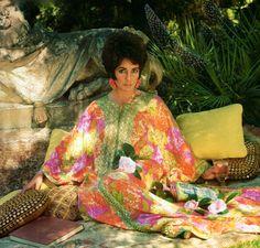 Elizabeth Taylor is wearing a caftan dress by Emilio Pucci, photo Henry Clarke 1967