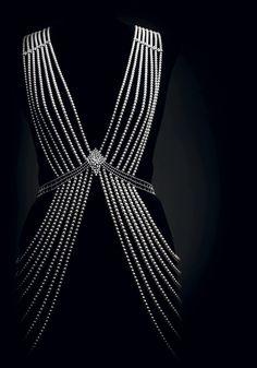 Détail d'un bijou de corps en perles Akoya et diamants, 2015