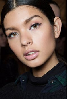 Black eye-liner with natural lips and perfect tan