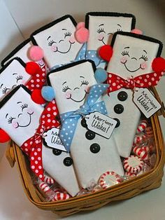 Wrap a full sized chocolate bar with white wrapping paper and draw on the faces. For the earmuffs, use a black pipe cleaner and pom poms. Use buttons or black puffy paint and a cute ribbon and tag to complete the look. Really cute idea! Christmas Favors, Winter Christmas, Christmas Holidays, Christmas Decorations, Christmas Projects, Holiday Crafts, Holiday Fun, Candy Crafts For Christmas, Christmas Ideas