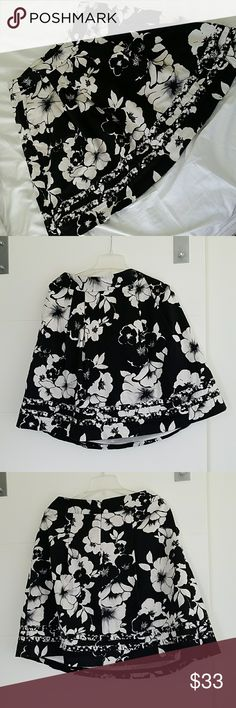 WHITE HOUSE BLACK MARKET Zipper in back Pockets on front Pleats on front  28-34 waist 22.5 length White House Black Market Skirts Midi