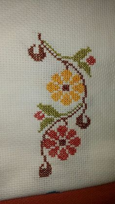 This Pin was discovered by zey Cross Stitch Bird, Cross Stitch Borders, Cross Stitch Flowers, Cross Stitch Designs, Cross Stitching, Cross Stitch Patterns, Embroidery Sampler, Cross Stitch Embroidery, Hand Embroidery