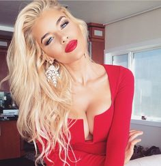 Gorgeous Blonde and Stunning Make up!