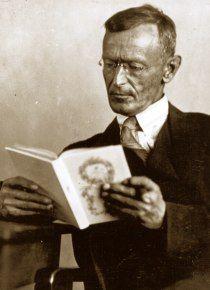 Felice è chi è capace di amare molto. Ma amare e desiderare non sono la stessa cosa.  Hermann Hesse