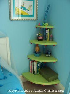 eckregal mit holzbrettern in dreiecksform einrichten und wohnen pinterest dreiecksform. Black Bedroom Furniture Sets. Home Design Ideas
