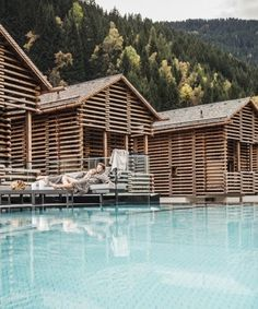 Log cabin atmosphere meets modernity: chalet and alpine lodge villages in Tirol Infinity Pools, Hotel Pool, Hotel Spa, Transformers, Places To Travel, Travel Destinations, Holiday Destinations, Alpine Lodge, Les Continents