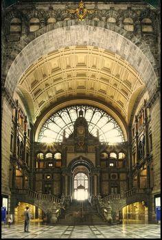 Antwerpen Central Station : Antwerpen, Belgium