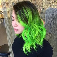 26 Brightest Spring Hair Colors for Women Who Wants to Look Fab - Wass Sell summer spring hairstyles haircolor 97953360632146058 Neon Green Hair, Green Wig, Green Hair Colors, Bright Hair Colors, Hair Color Pink, Cool Hair Color, Bright Green, Weird Hair Colors, Green Hair Streaks
