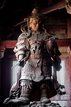 Statue of benevolent gardien (Niō) in the Todai-ji temple, Nara, Japan. Samurai, Nara, Turning Japanese, Buddhist Art, Japan Art, Japanese Beauty, Japanese Culture, Ancient Art, Japan Travel