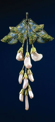 Pendant - Gold, pearls and enamel, in the form of a branch wisteria. Created in the Art Nouveau style. Courtesy of Rijksmuseum.
