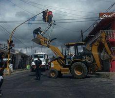 Fixing lights in Mixquiahuala Juarez, Hidalgo. México
