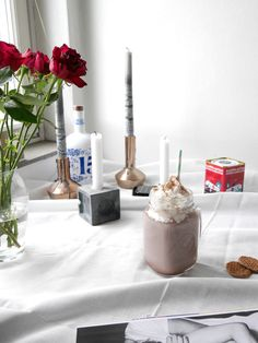 Hot chocolate and cozy table setting for the perfect Sunday!