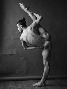 Naked Men Of Yoga : Photo