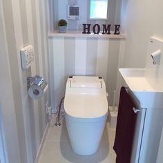トイレ 壁紙のインテリア実例 Home Room Design, House Design, Toilet Sink, Bathroom Toilets, Bath Design, House Rooms, My House, Diy And Crafts, Bathtub