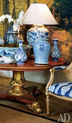 Chinoiserie Chic: beautiful antique table accessorized with Blue and White porcelain; Blue Rooms, White Rooms, Blue And White Vase, Chinoiserie Chic, Blue China, Ginger Jars, White Decor, White Porcelain, Shades Of Blue
