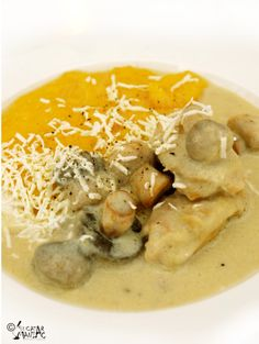 Chicken with cream and mushrooms World Recipes, My Recipes, Chicken Recipes, Cooking Recipes, Favorite Recipes, Romania Food, Tasty, Yummy Food, Food Obsession