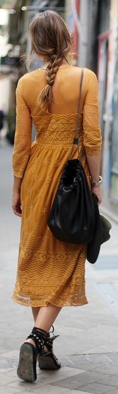 Farb-und Stilberatung mit www.farben-reich.com - Street fashion mustard boho dress. #mididress
