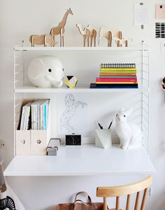 Modern and minimal wall shelves for kids' rooms - the string shelf string regal, Shelves In Bedroom, Desk Shelves, Wall Desk, String Regal, String Shelf, Casa Kids, Shelf Inspiration, Shelving Solutions, Shelving Ideas